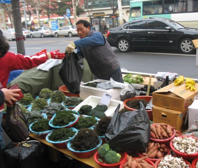 At_the_market_Daegu